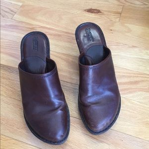 Women's Born Brown leather clogs size 9
